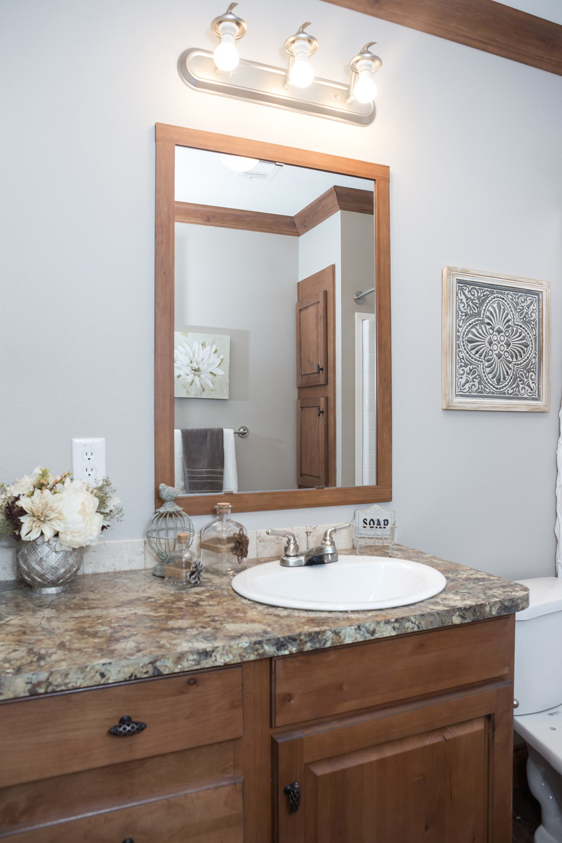 The THE FRANKLIN 28 Master Bathroom. This Manufactured Mobile Home features 4 bedrooms and 2 baths.